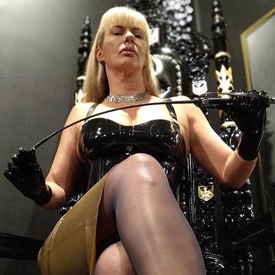 Mistress Dee Ville
